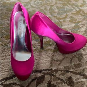 Fucia colored Royal stacked pumps